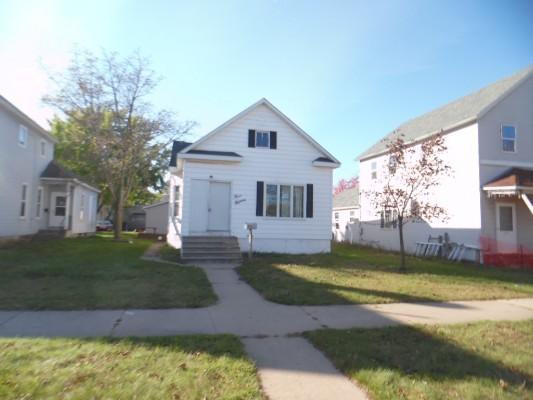 575 N 9th St, Gladstone, Michigan
