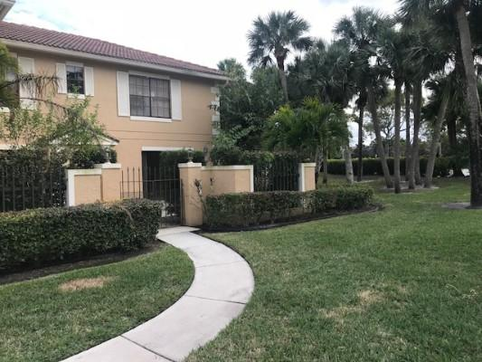 359 Prestwick Cir Apt 3, Palm Beach Gardens, Florida