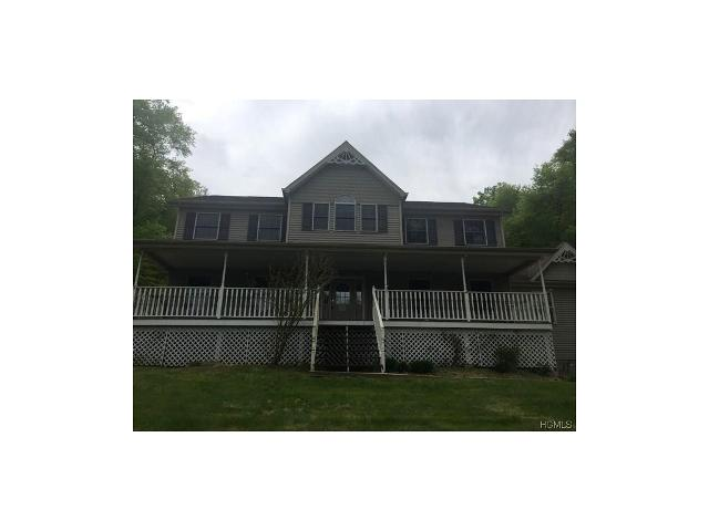 2 Spruce Hill Ct, Chester, New York