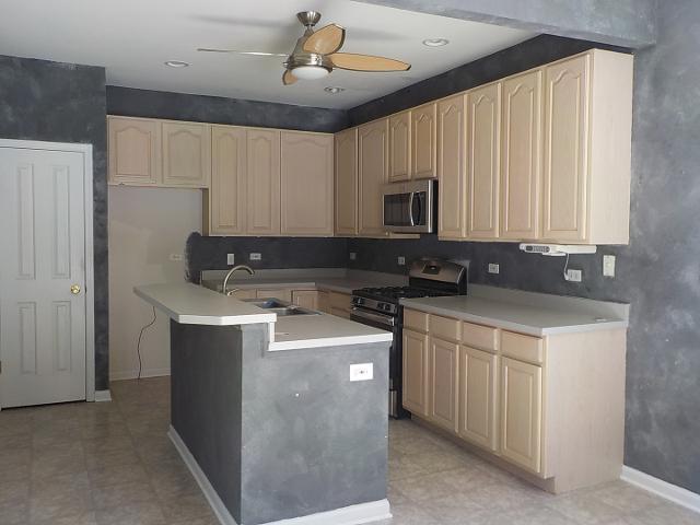 1706 Redwood Ln, Mchenry, Illinois