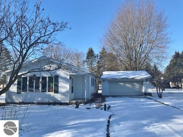 324 2nd St, Breckenridge, Michigan